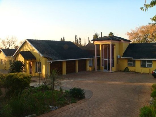 V&Z Guesthouse: Front View