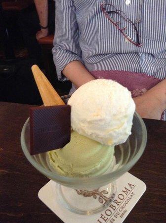 GELATERIA THEOBROMA: pistachio and coconut.mmmmmm