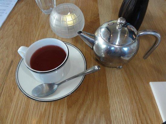 Hotel Carlton Mill: Strawberryfare #2 floral tea