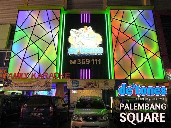 Tangerang, Indonesia: De'Tones Outlet - Palembang Square