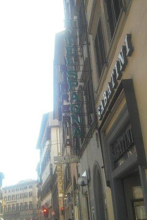 Hotel Spagna: insegna esterna