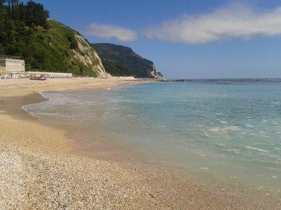 Spiaggia vicino all 39 hotel foto di hotel meubl la for Hotel meuble la spiaggiola numana