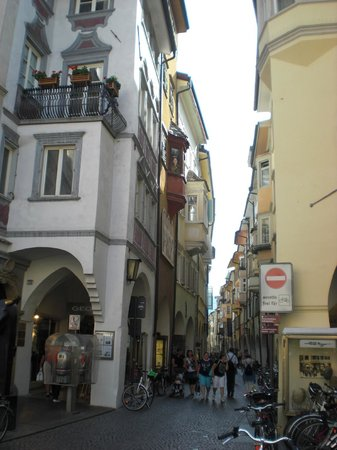 Shopping and sightseeing! Walk from one end to the other! - Via dei ...