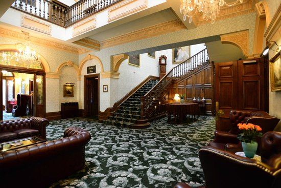 Tre-Ysgawen Hall, Country House Hotel and Spa: Lower Hallway