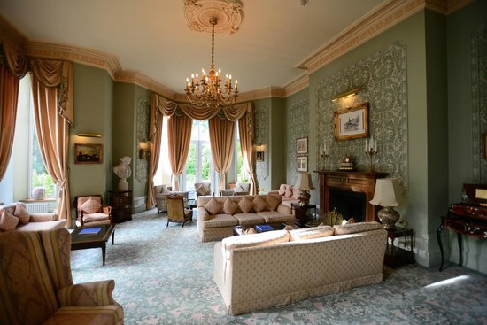 Tre-Ysgawen Hall, Country House Hotel and Spa: Lounge