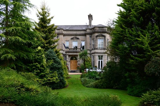 Tre-Ysgawen Hall, Country House Hotel and Spa: Hotel and Garden
