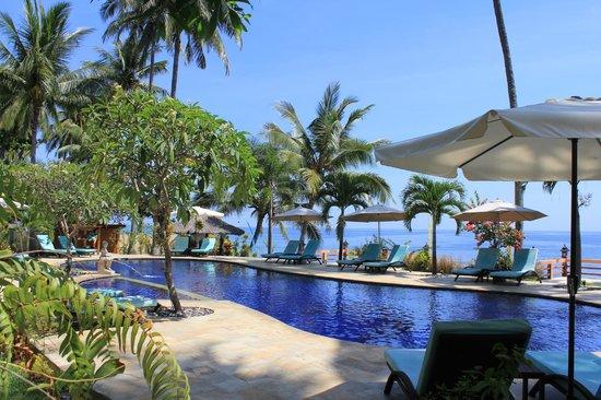 Holiway Garden Resort & Spa: Poollandschaft direkt am Meer