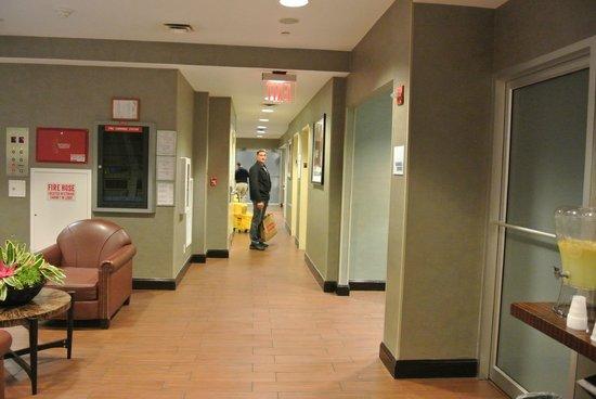 Holiday Inn Express New York City Times Square : Vue du Salon dans le Hall de l'Hotel