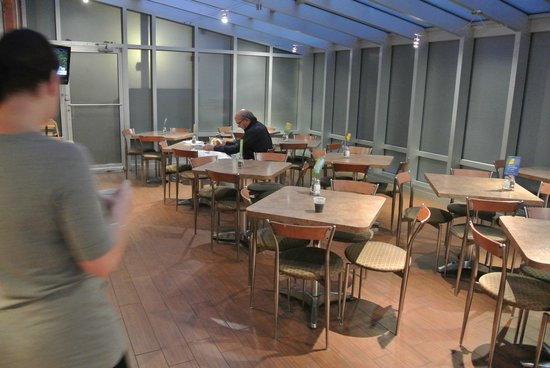 Holiday Inn Express New York City Times Square : Tables pour petits dej
