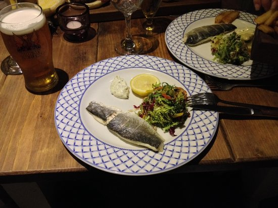 1885 The Restaurant: tiny little fish - only £14!!