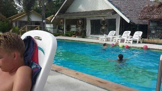 Lime n Soda Beach Front Resort: swimmingpool