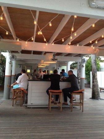 Delano South Beach Hotel: le bar de la piscine
