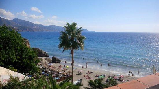 Apartamentos Las Rosas de Capistrano: Lovely beach to left of the Balcon de Europe - very quiet in the mornings