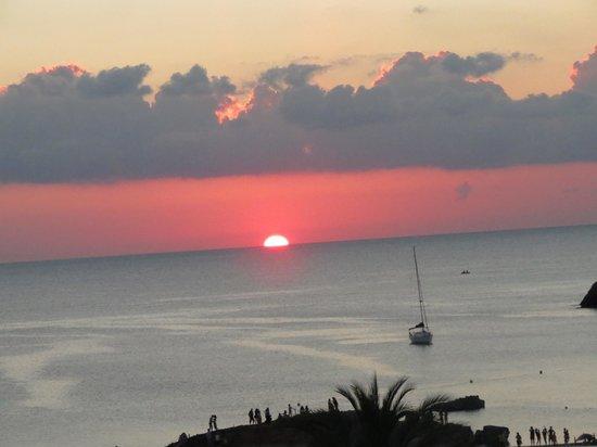 Insotel Tarida Beach Sensatori Resort: Tramonto dal ristorante spagnolo