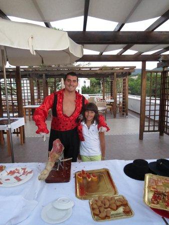 Insotel Tarida Beach Sensatori Resort: Aperitivo spagnolo con Michele capoanimazione