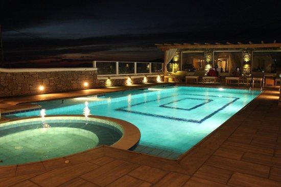 Damianos Hotel: La Piscine et ses transats