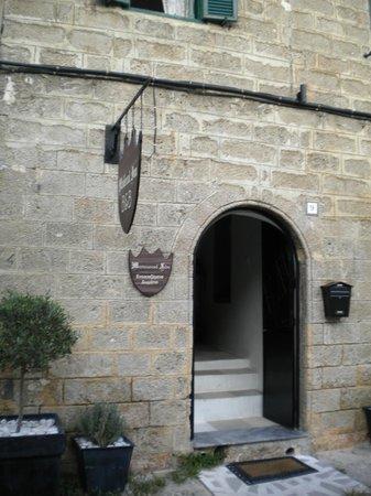 Medieval Inn: entrata dell'hotel
