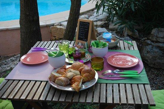 Chambres d'hotes Nuits d'Azur: Colazione bella da vedere e buona da gustare