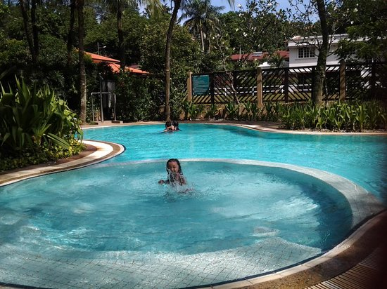 Room junior suite picture of eastin hotel kuala lumpur petaling jaya tripadvisor for Best hotel swimming pool in kuala lumpur