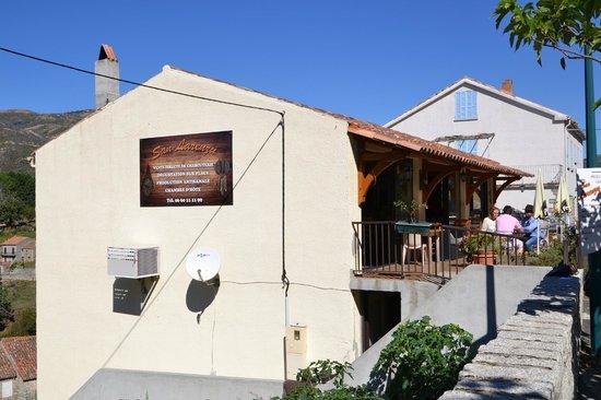 San Larenzu : salle de petit déjeuner
