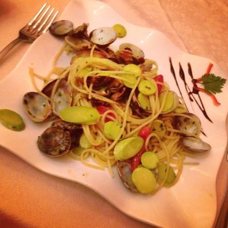 Le Quattro Stagioni: Spaghetti with clams