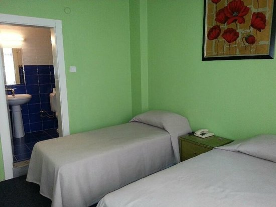 Cordial House Hotel: double room with ensuite bathroom
