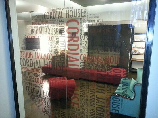 Cordial House Hotel: common room