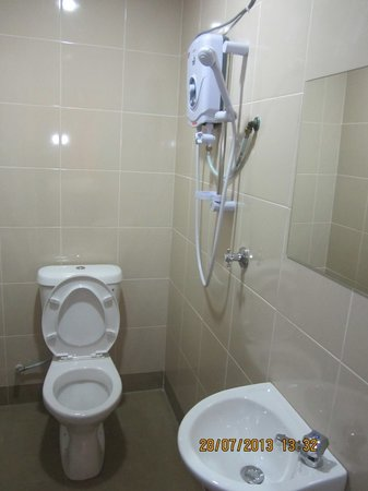 Best Seven Motel : Attached bathroom with hot and cold shower for all room type.