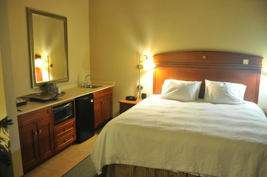 Hampton Inn & Suites Los Angeles/Sherman Oaks: Habtitacion