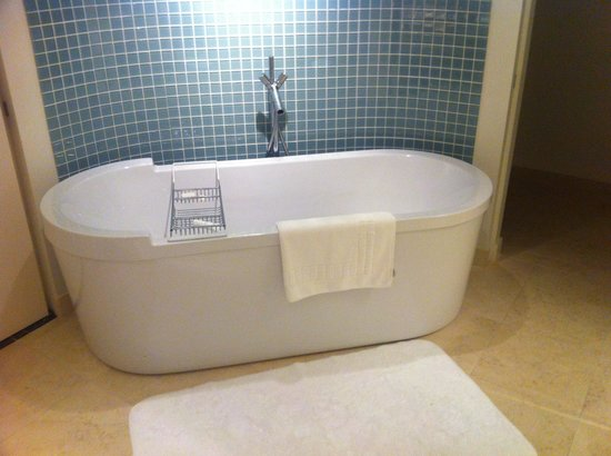 Naperville, IL: My favorite tub- in the suite
