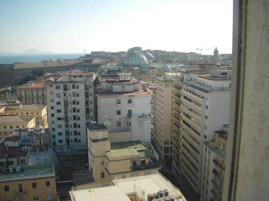 NH Napoli Ambassador: ホテルからの眺望 ガリレアの屋根
