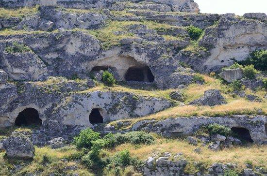 Fra i Sassi Residence: Old caves.