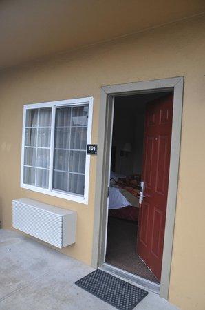 Super 8 Monterey/Carmel: Puerta habitación