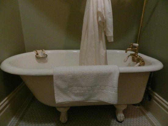 The Nob Hill Inn: bagno con vasca con piedini di leone