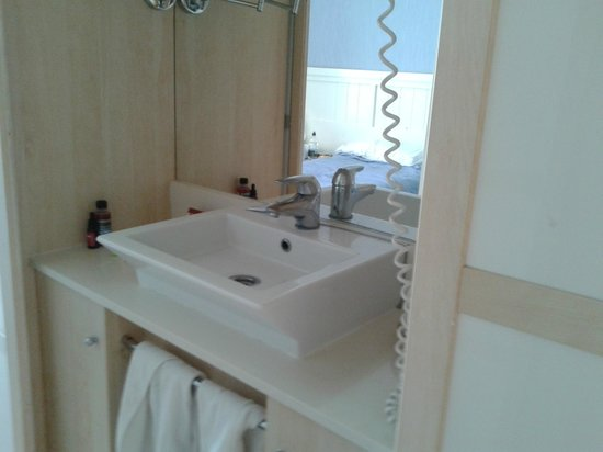 Guitart Central Park Aqua Resort: Sink set in wardrobe unit opposite toilet and shower rm. Closer look.