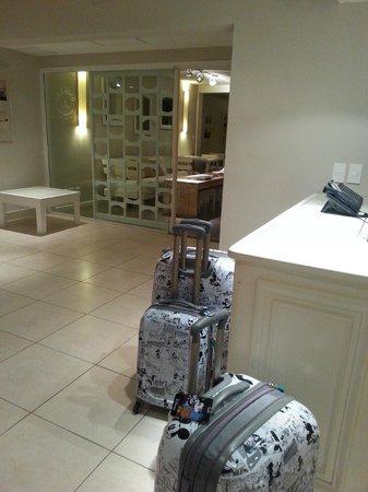 Atlantico Boutique Hotel : Recepção tudo branquinho e muito bem arrumado
