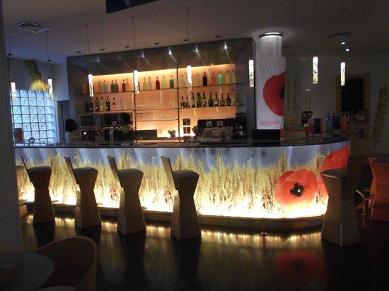Ibis Lisboa Liberdade: Recepção com bar