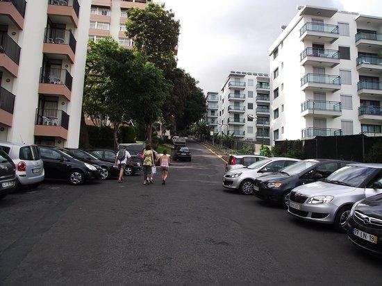 Dorisol Estrelicia: L'hôtel est en haut de la côte