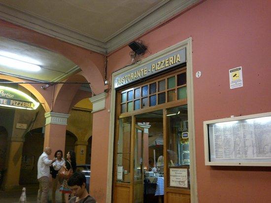 Il portico foto di ristorante pizzeria il portico for Il portico pizzeria bologna