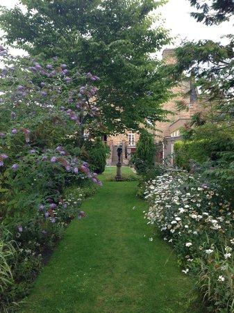 Dornoch Castle Hotel: Garten