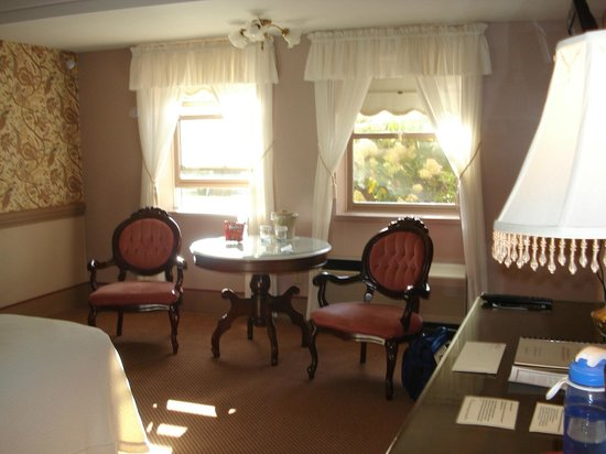 Clarkson Inn: Big pretty room
