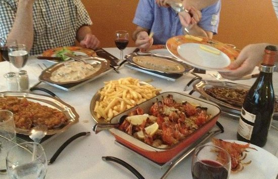 Chez Bacano : Different styles of steak and the gambas in the centre