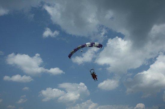 Parachutisme Nouvel Air: descente sous voilure, tout aussi le fun