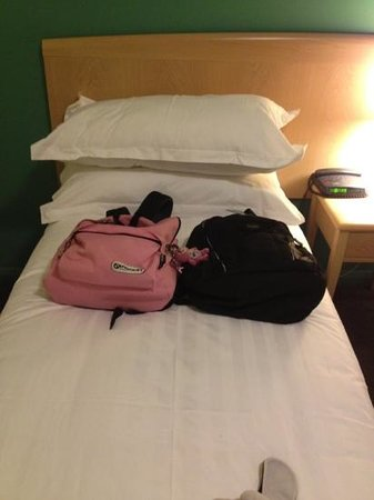 Novotel Geelong : narrow single bed. you may fall over.