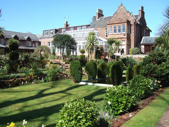 Auchrannie House Hotel: Hotel and Gardens