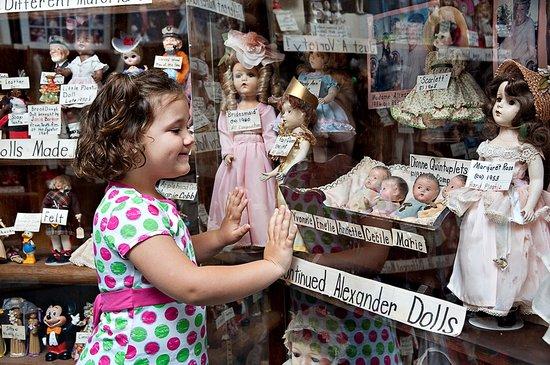 Virginia Evans Doll Museum