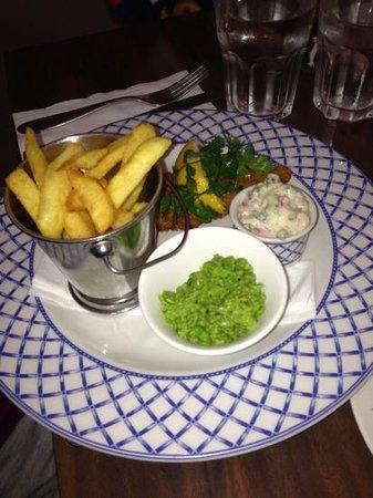 Cafe Hans: half portion of fish & Chips.