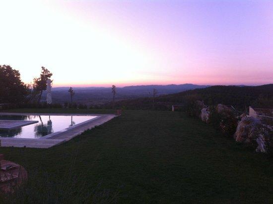 Agriturismo Relais Borghetto il Montino: Visuale dalla piscina
