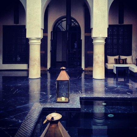 Riad K : La piscina e il colonnato