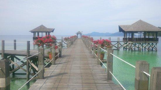 Bunga Raya Island Resort & Spa: Main pier